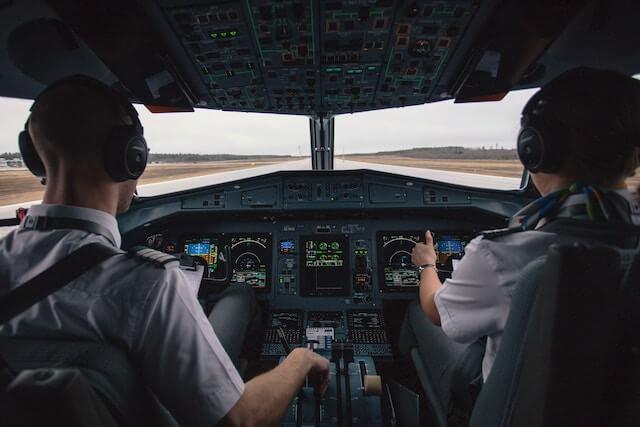 Imagen de controles de cabina de avión